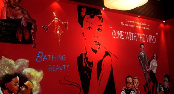 美式复古西餐厅墙绘。美式复古吸引着一大批中式粉丝,代表的美式的生活方式。