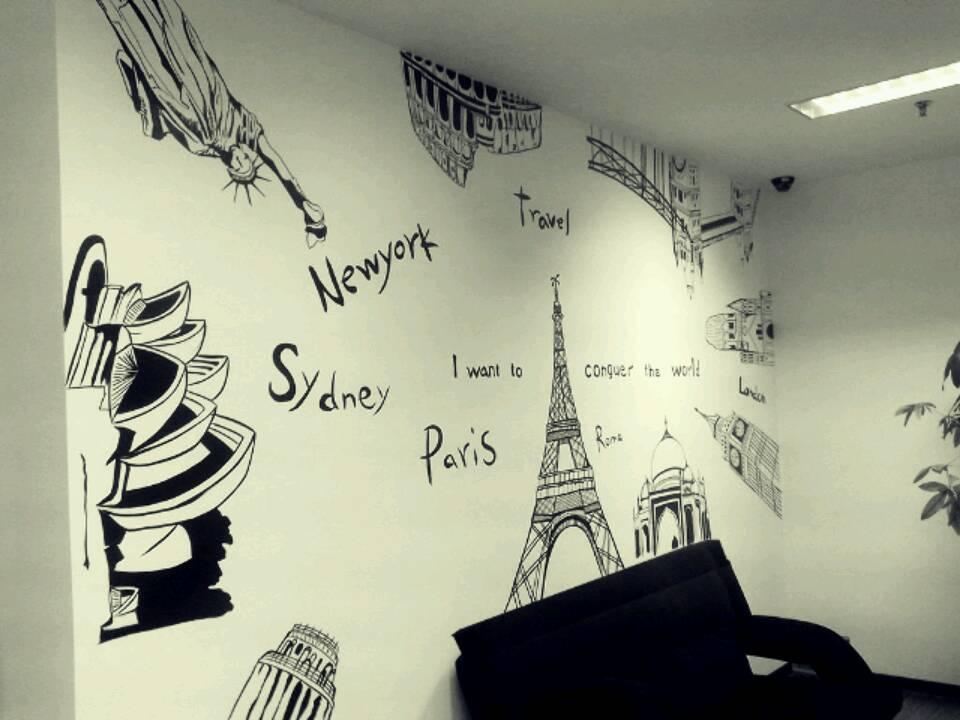 字母世界地图与著名建筑手绘墙作品