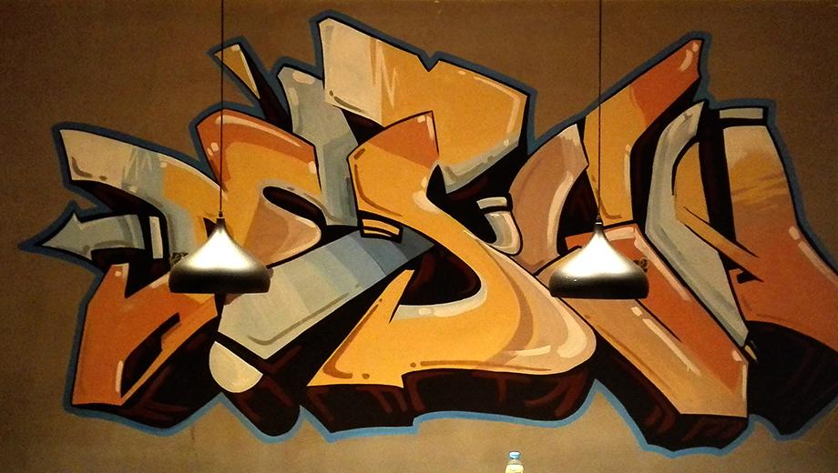 涂鸦风格主题餐厅墙绘作品,适合工业风餐厅装饰。